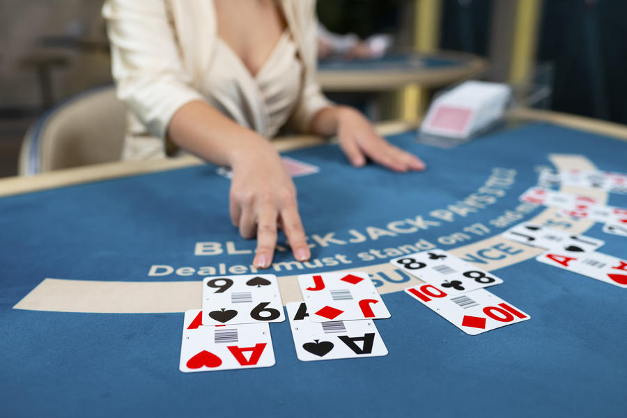 how does a blackjack tournament work