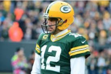 Green Bay Packers commit to Aaron Rodgers